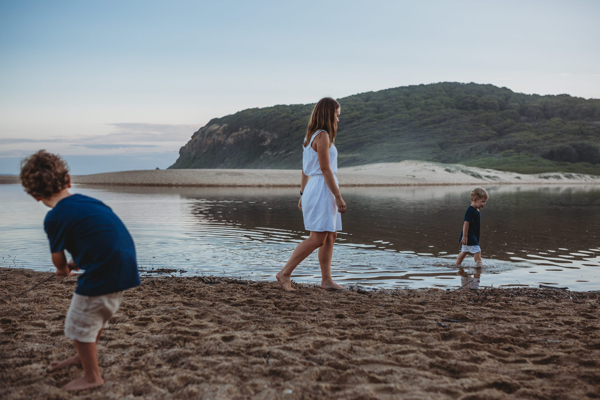 Newcastle family photographer; family outdoors by the water